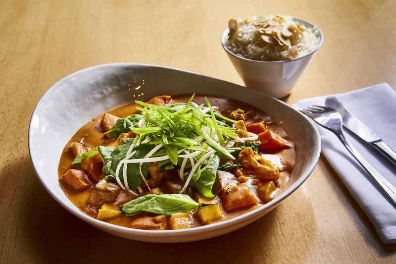 suesskartoffel-curry-mit-mandelreis